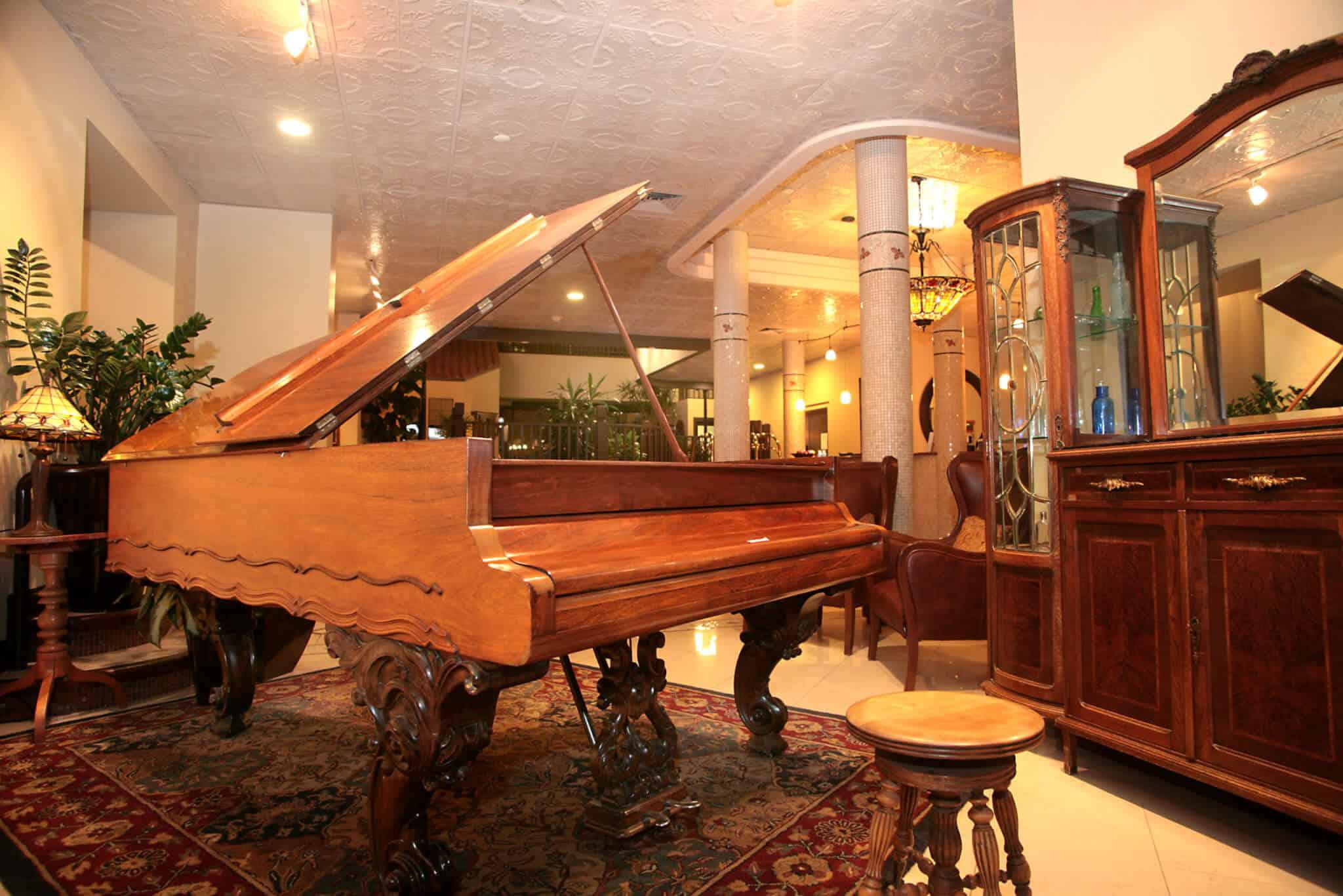 organ in lobby hotel denver